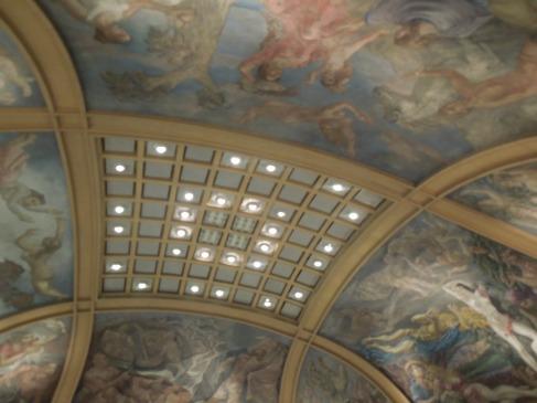 The ceiling inside Galerías Pacífico